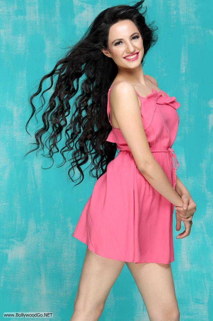 Actress and Model Lekhika Sizzles in Portfolio Photoshoot AcdENguS