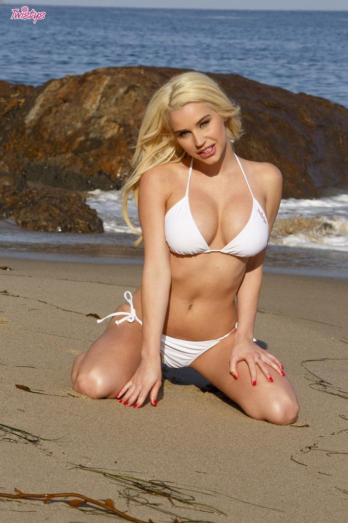 Mia Malkova y Spencer Scott en la playa! 56 fotos Twistys