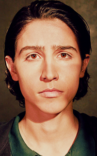 Lorenzo James Henrie. 7R5z423X