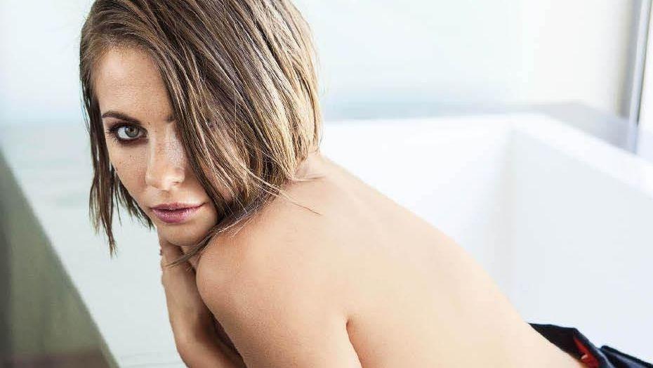El Inesperado Topless De La Hermana De Arrow Noticias En Taringa
