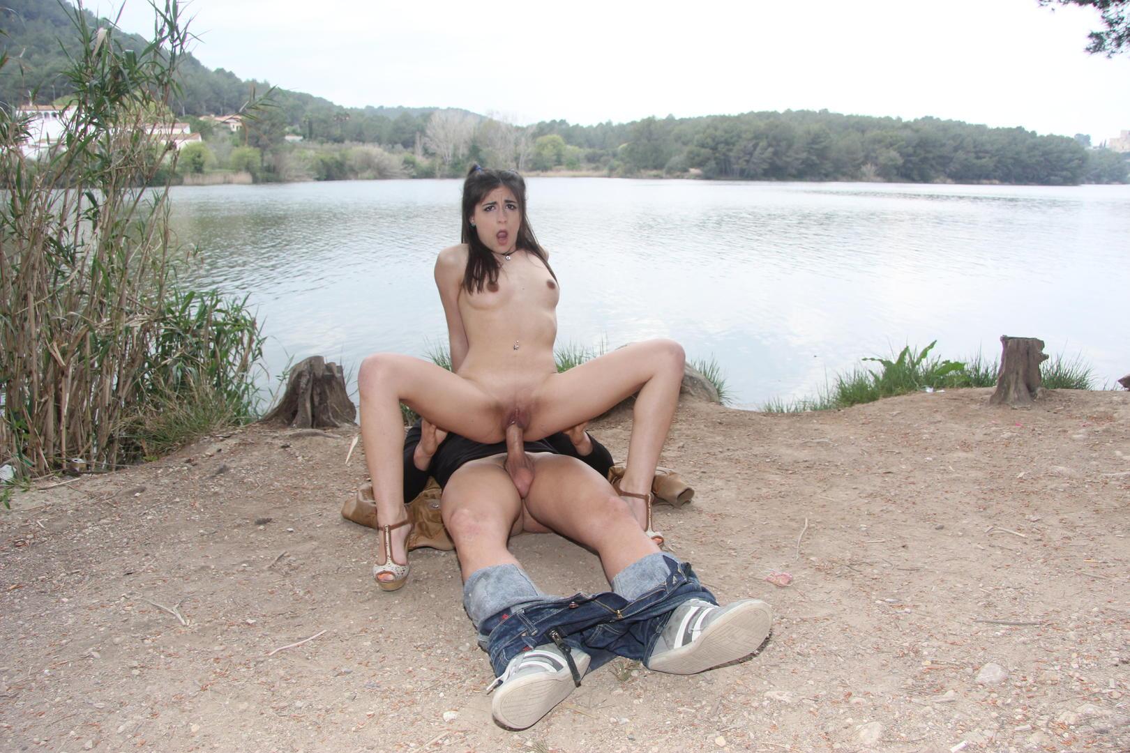 Ena Sweet - la españolita chupa y coge al aire libre