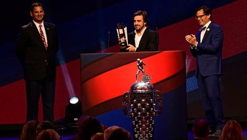 ¡OFICIAL! F. Alonso correrá las 500 Millas de Indianápolis NYGIJ9VR