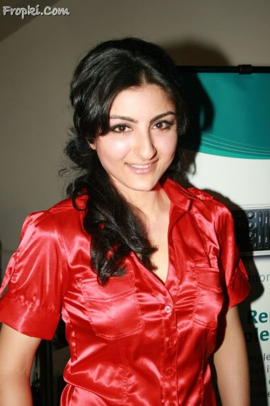 Soha Ali Khan launches Logitech's new products AbrjkN8g