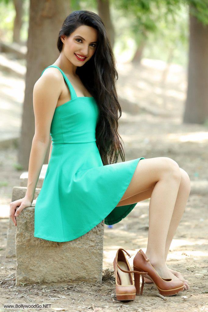 Actress and Model Lekhika Sizzles in Portfolio Photoshoot AcgvjhMm