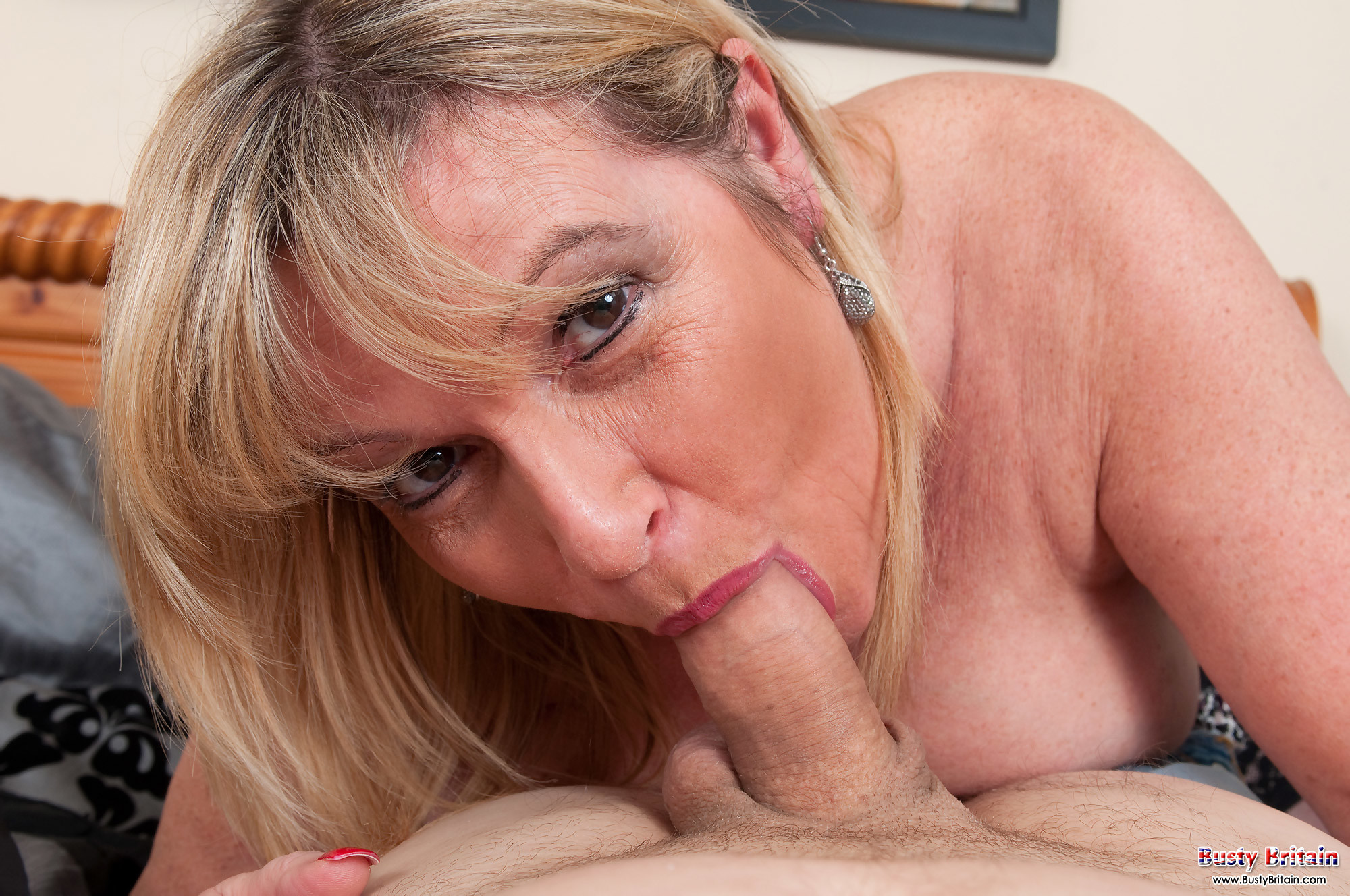 Deedra is a beautiful mature bbw who loves to fuck 7