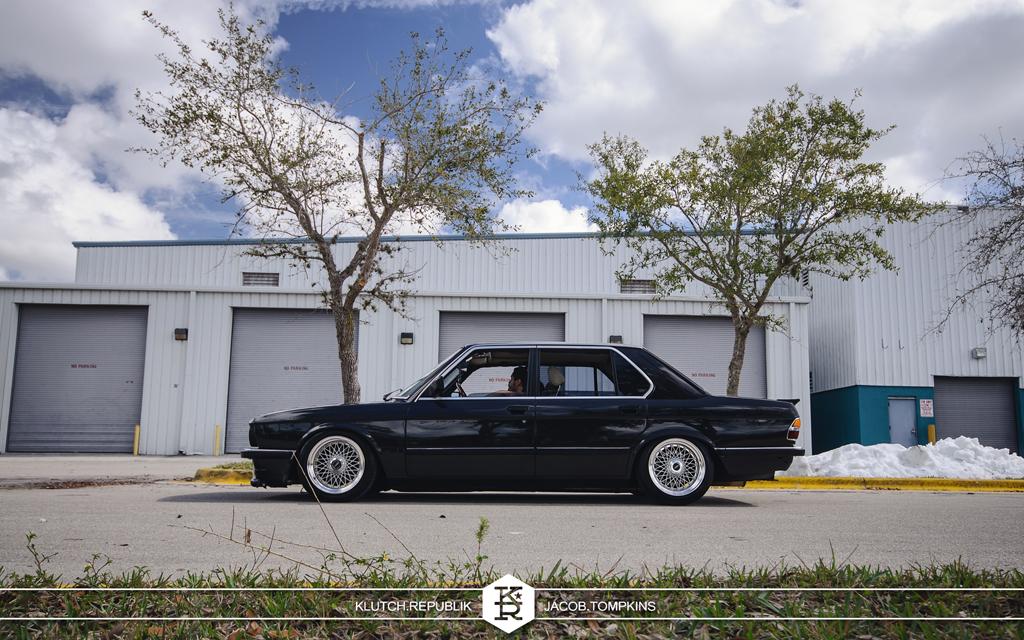 black bmw sedan 528