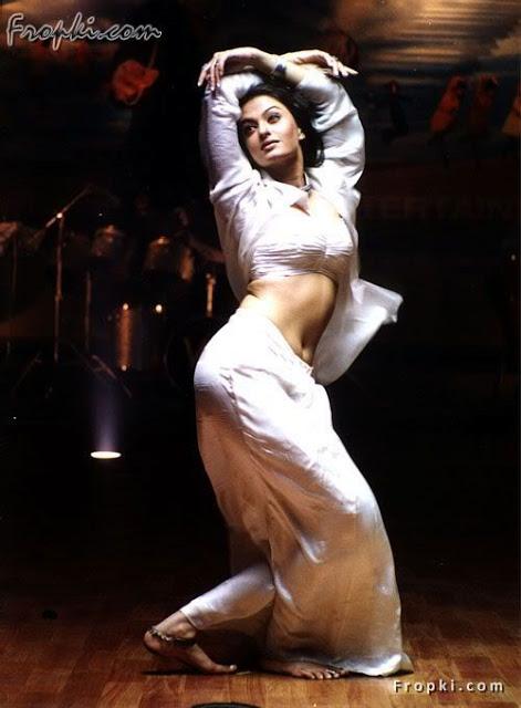 Aishwarya Rai showcasing her bottom AcwqVWmM