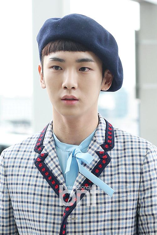 [IMG/160715] Jonghyun, Key @ Aeropuerto Incheon hacia Japón. W9d2DtEL