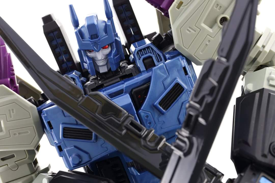 [Mastermind Creations] Produit Tiers - R-17 Carnifex - aka Overlord (TF Masterforce) - Page 3 DqGcKIu3