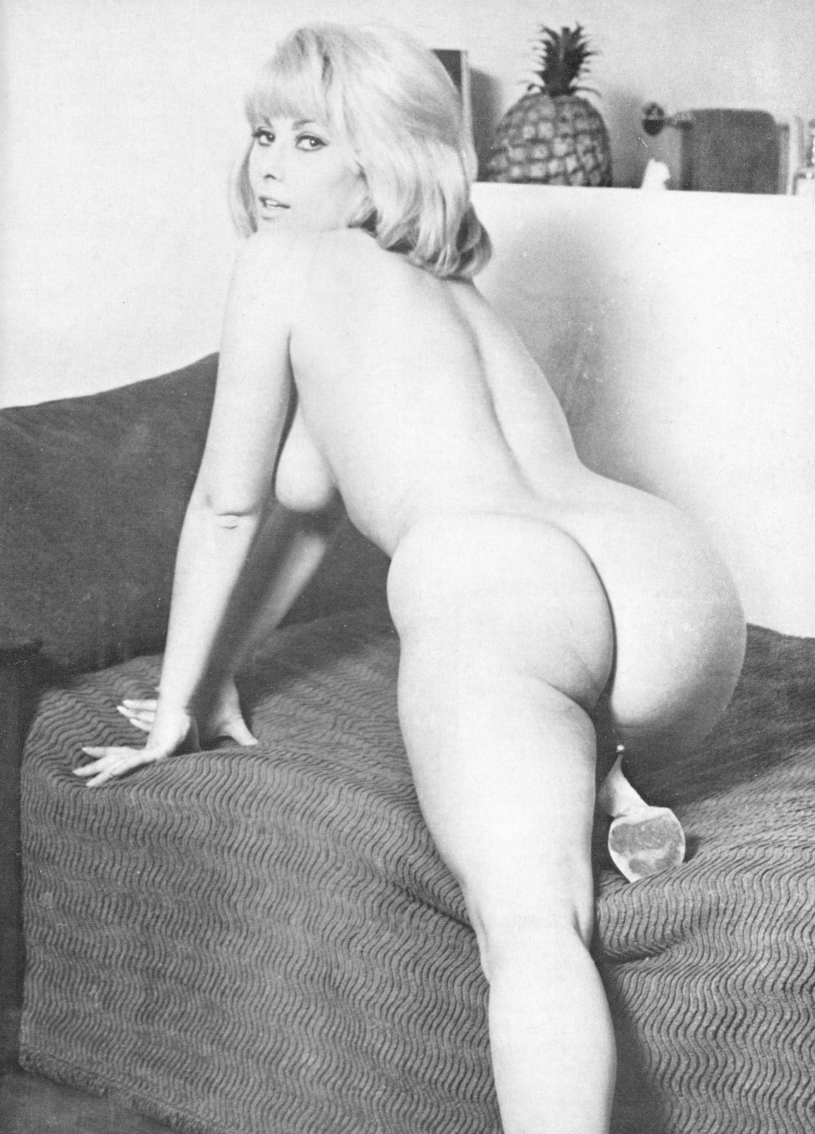 Nude vintage booty — img 1
