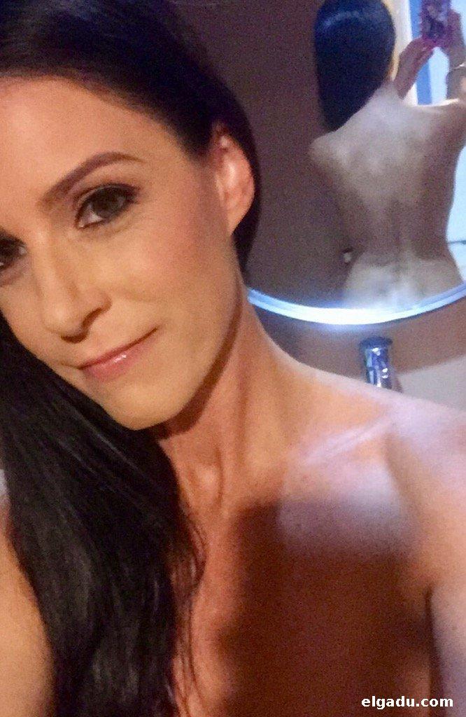 Madura voluptuosa masturbandose en la ducha - 2 part 8