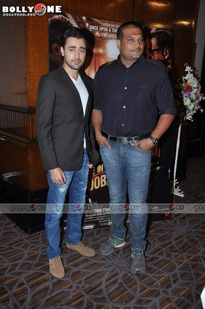 Sonakshi and Imran on the sets of CID to Promote 'Once Upon a Time in Mumbaai Dobara' 12 images.txt Adgsi6xr