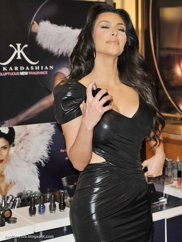 Kim Kardashian In Black Short Dress At New York Party  Abx5qqBd