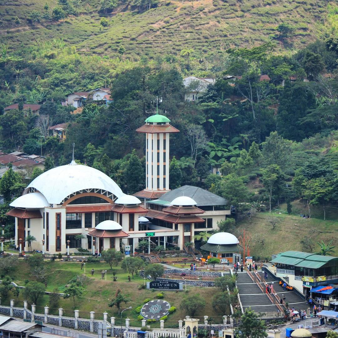 Wisata Religi: Melihat Lebih dekat Masjid Atta'awun Puncak Bogor