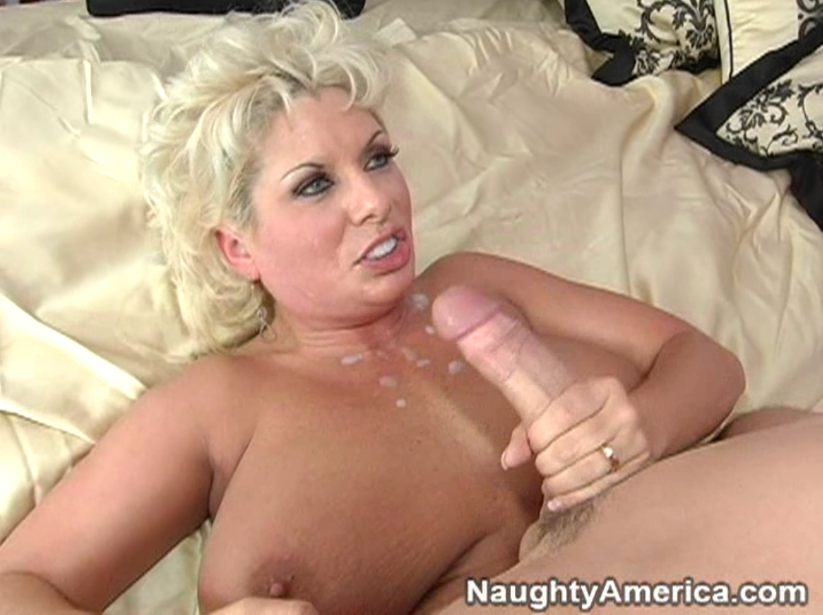 Karups carmen caliente fucks landlord to pay off rent 5