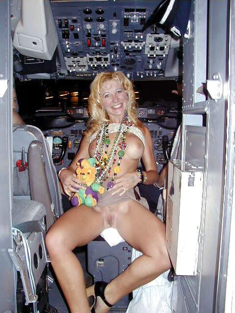 Milf muy sexy en pantalones se da cuenta de la camara - 3 part 2