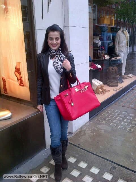 Amisha Patel Exclusive Pictures from London Vocations AdfkYUzW