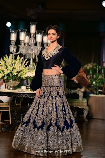 Deepika Padukone at PCJ Delhi Couture Week 2013 Abdgm9jw