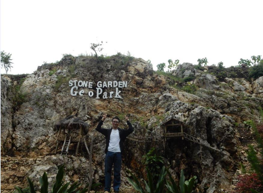 mengunjungi stone garden bandung barat