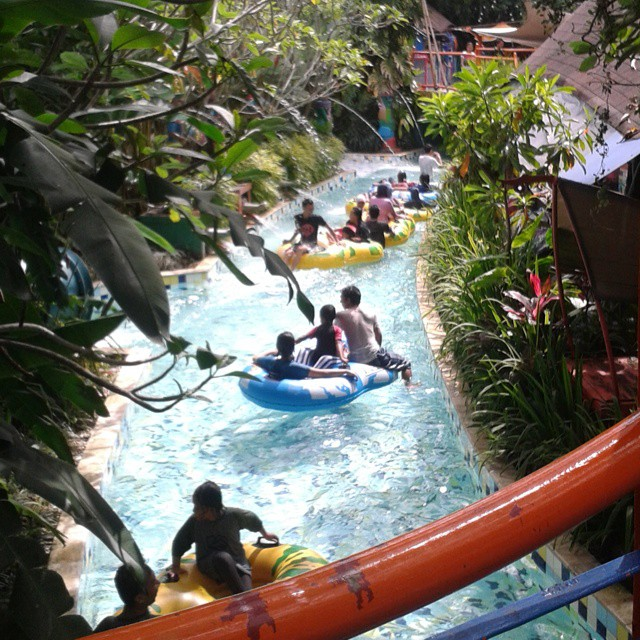 the jungle waterpark lazy mahakam river