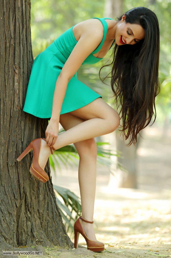 Actress and Model Lekhika Sizzles in Portfolio Photoshoot AchLwd6t