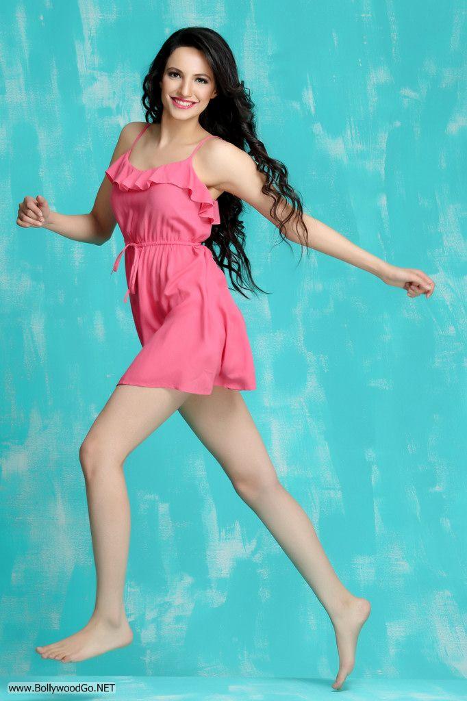 Actress and Model Lekhika Sizzles in Portfolio Photoshoot AcxQMIfg