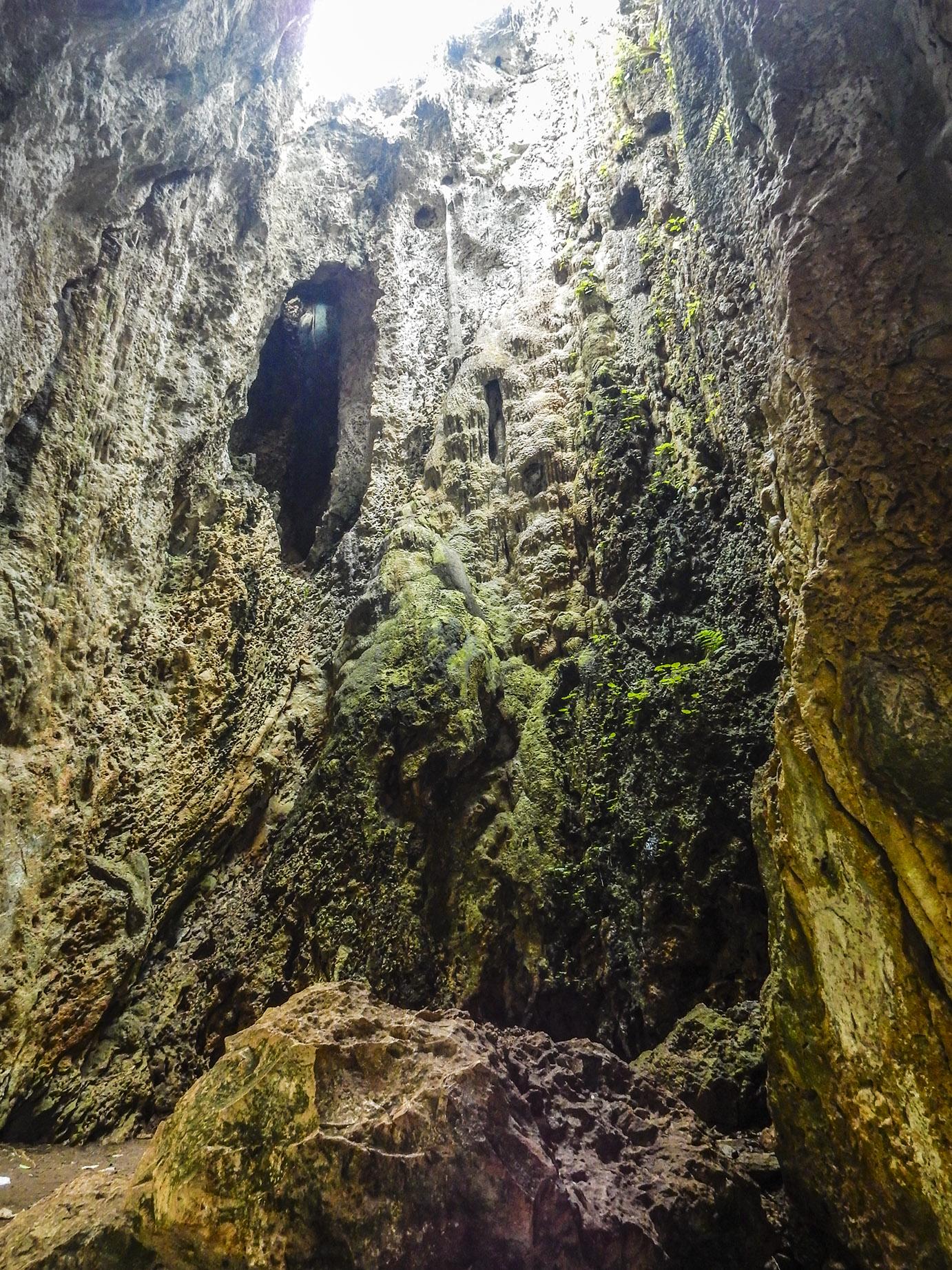 akses jalan menuju goa pawon desa cipatat