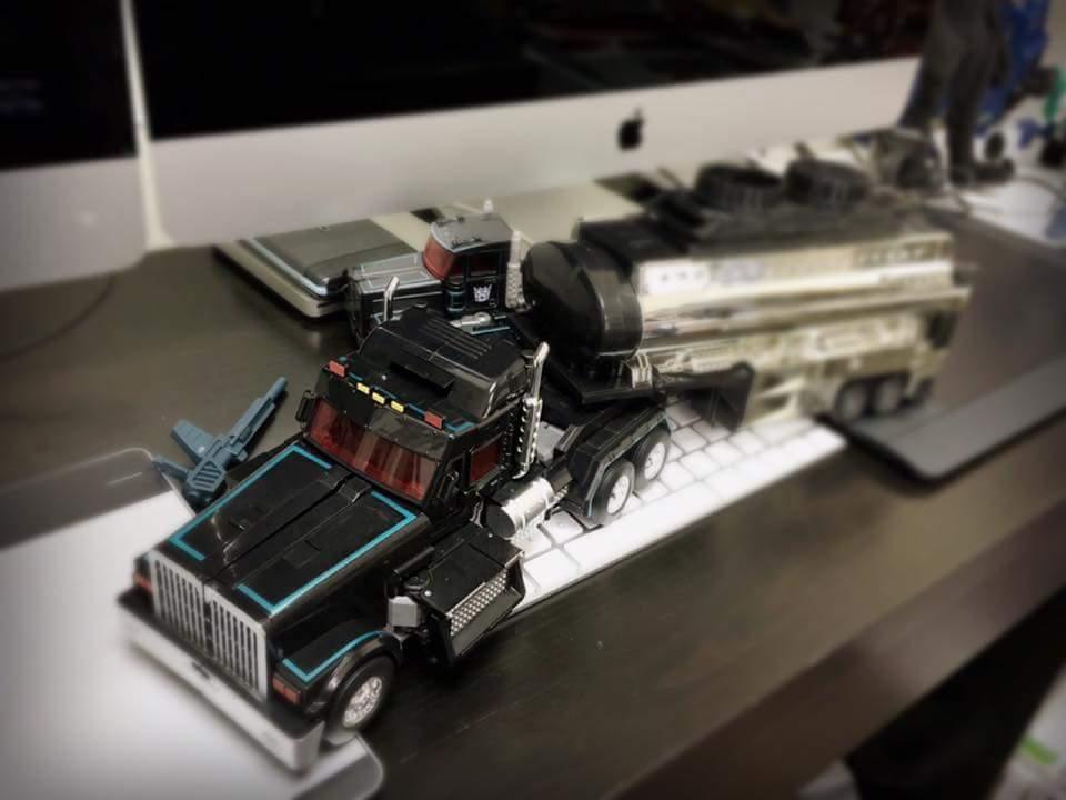 [FansHobby] Produit Tiers - Master Builder MB-01 Archenemy (aka Scourge RID 2000),  MB-04 Gunfighter II (aka Laser Optimus G2) et MB-09 Trailer (remorque) WIvNhg6i