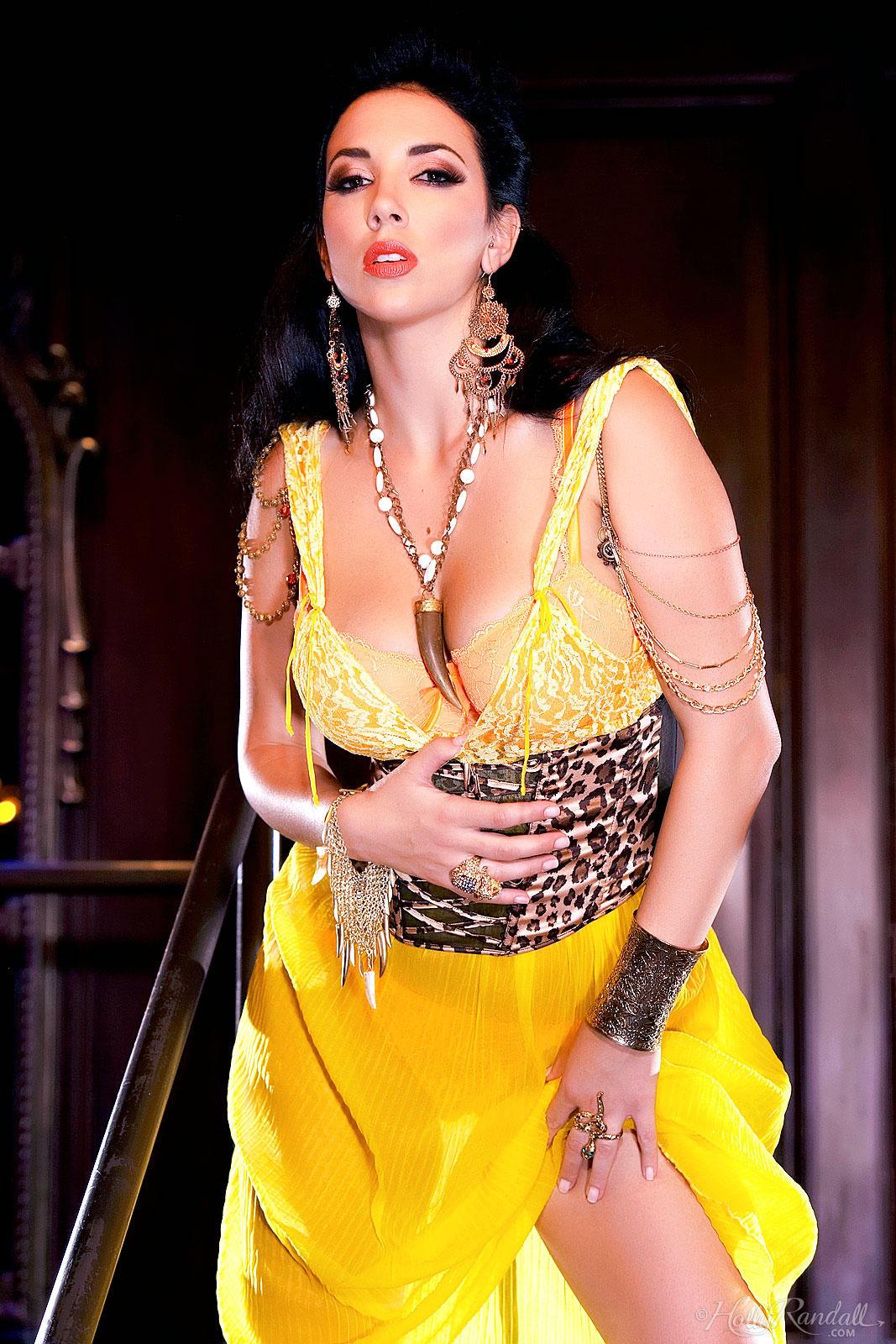 Jelena Jensen muestra su conchita en el escenario