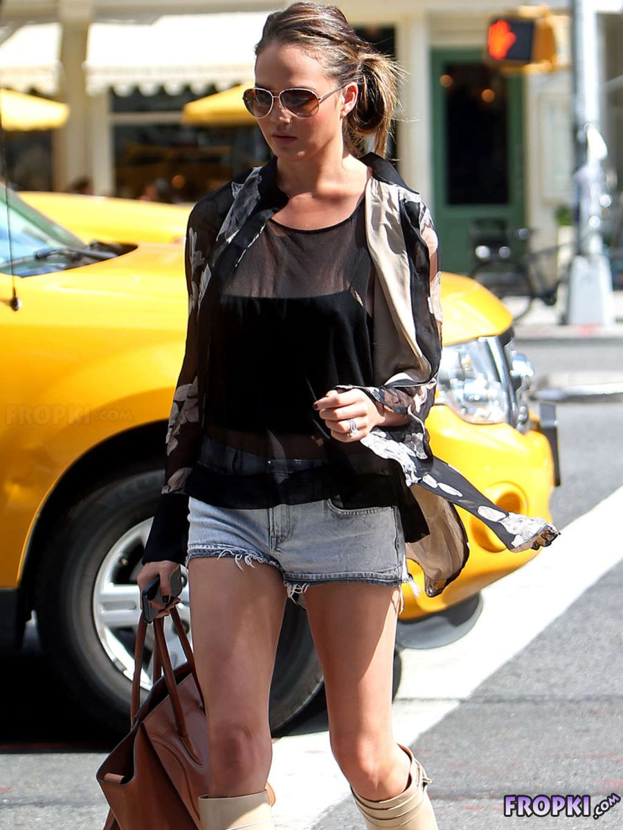 Chrissy Teigan - Seen Out in New York City AcenGZd4