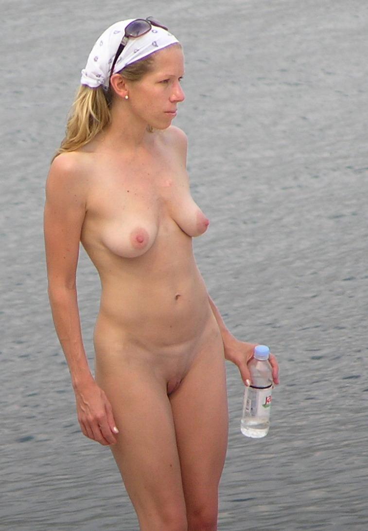 Nudistas en la playa - Poringa!