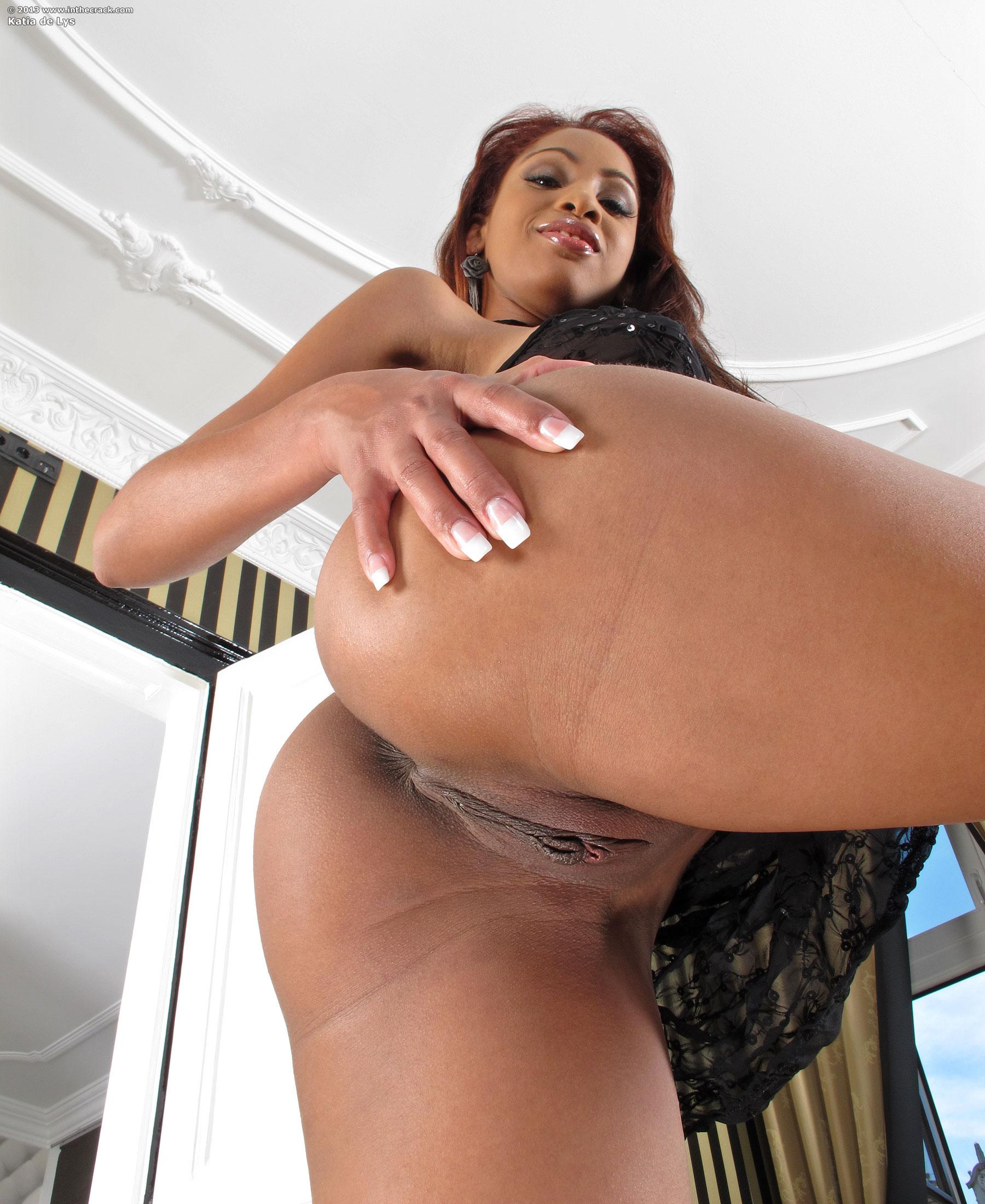 Negra fantastica exibindo seu delicioso corpo na cam - 3 part 3