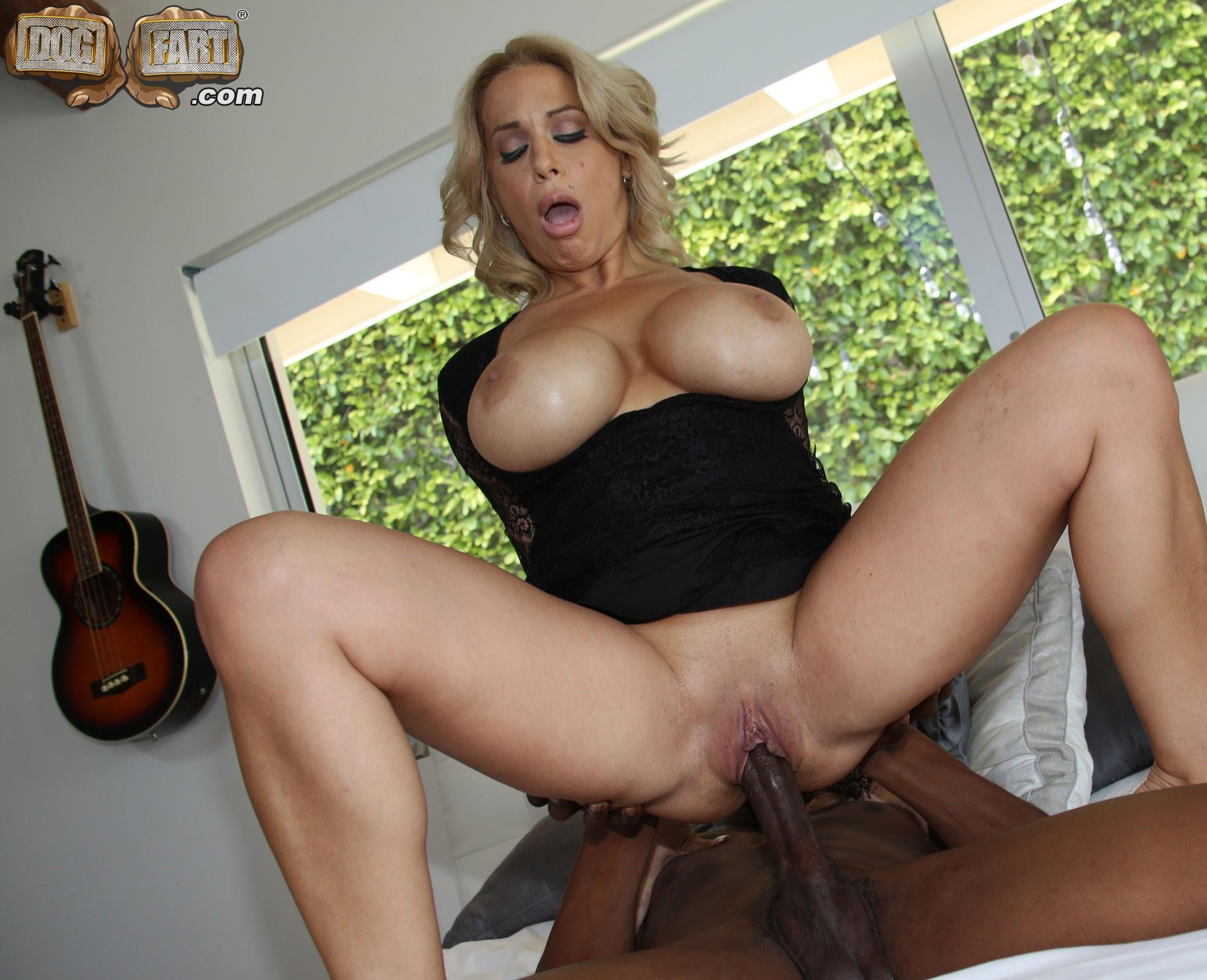 Alyssa Lynn - una polla negra y muy larga para ella