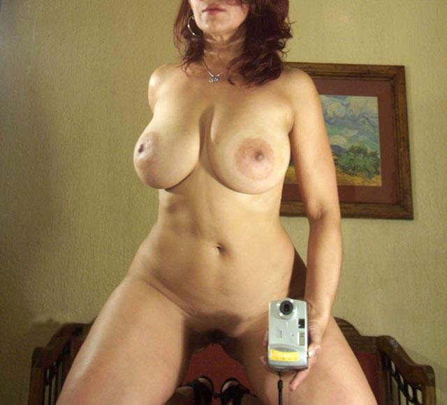 Hermosa mujer madura tetona