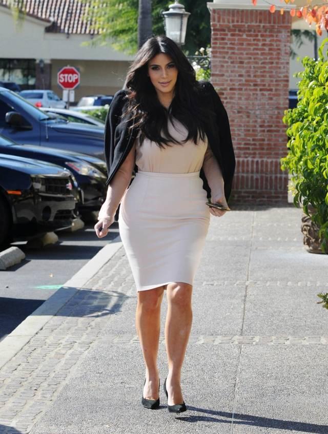Kim Kardashian snuck away for Lunch with Mason & Scott AbtsU6m4