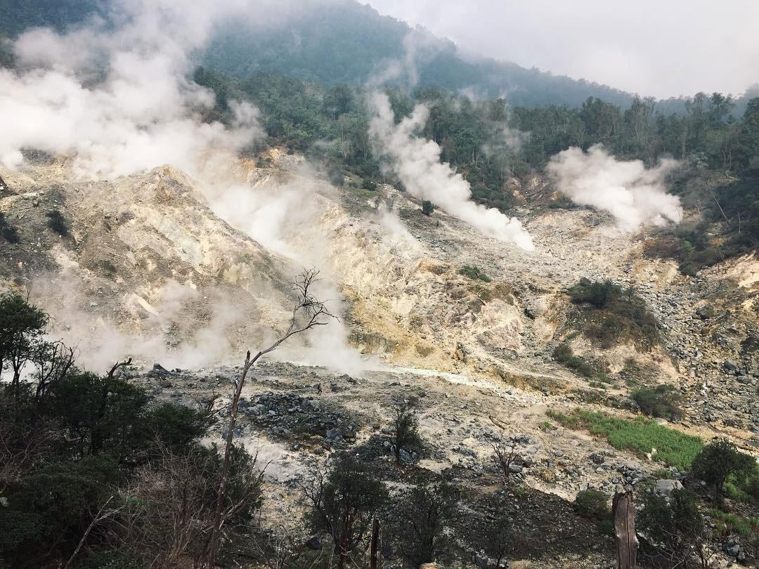 Wisata Bogor: Pendakian ke Kawah Ratu Taman Nasional Gunung Halimun Salak