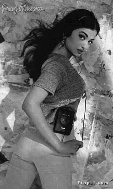 Aishwarya Rai showcasing her bottom AbqNt3ku