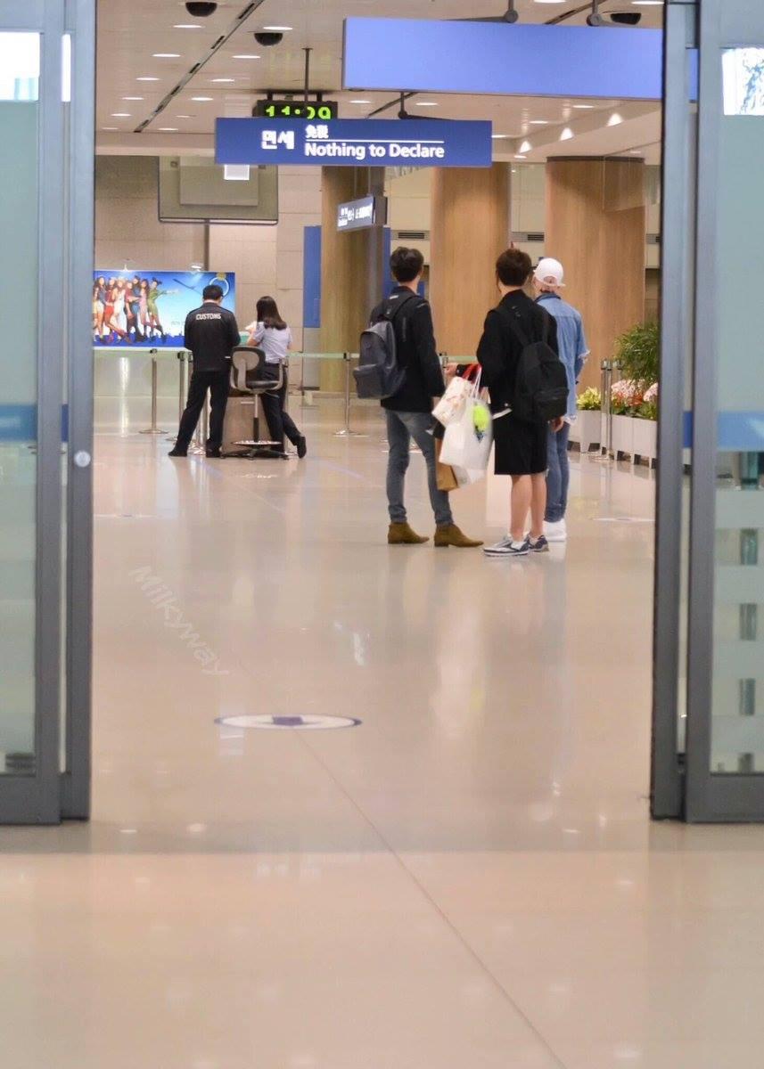 [IMG/160718] Onew, Jonghyun, Key, Minho @Aeropuerto de Kansai e Incheon (Jap-Cor) 4HGSxhJO