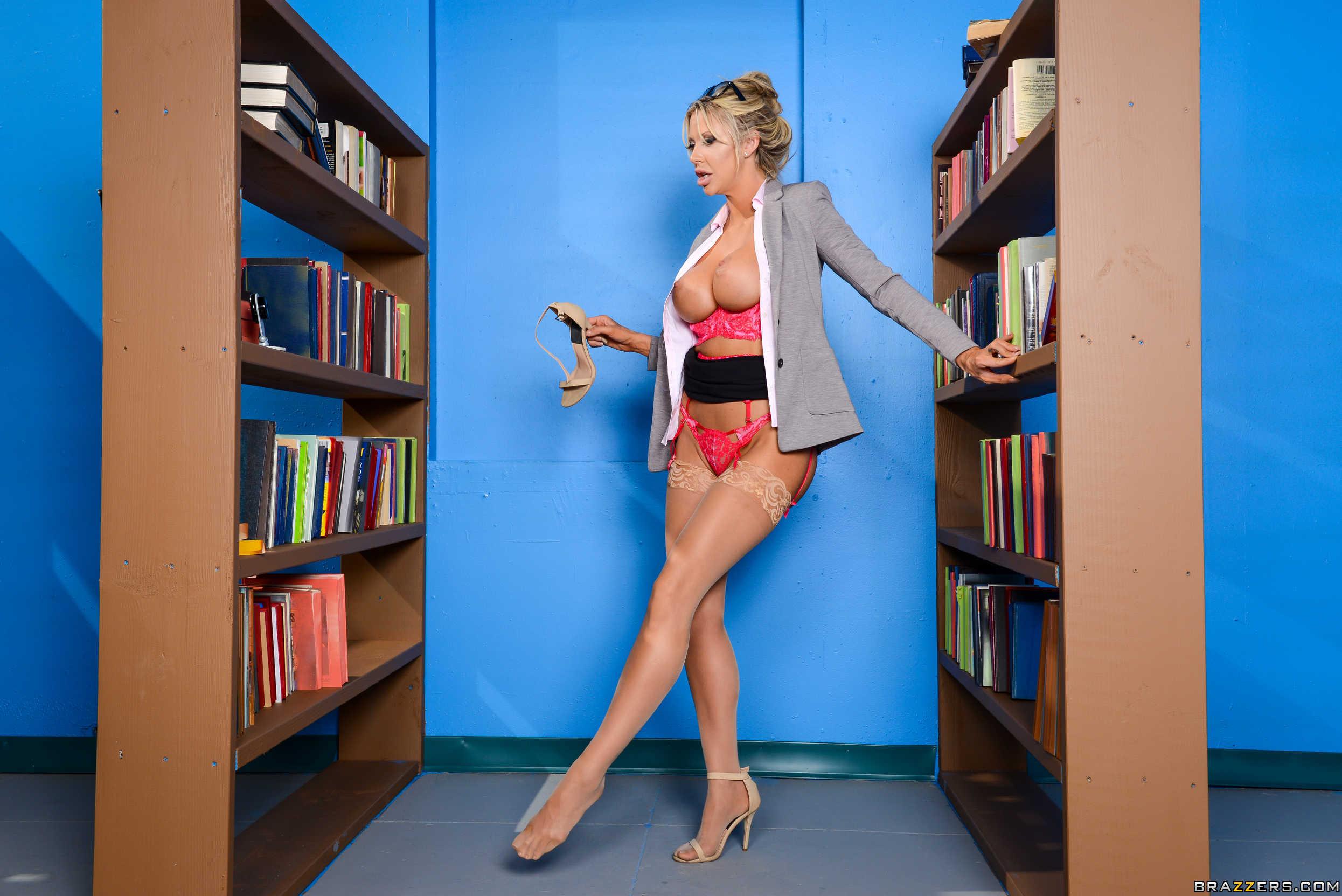 Courtney Taylor - el arte de follar a la profesora rubia