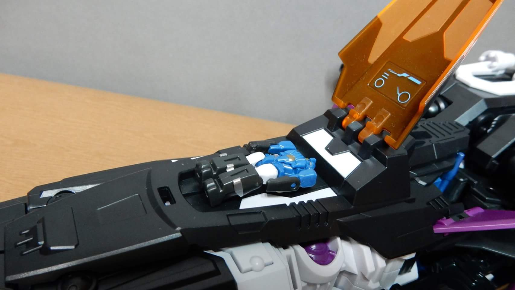 [Mastermind Creations] Produit Tiers - R-17 Carnifex - aka Overlord (TF Masterforce) - Page 3 AiBqb1rH