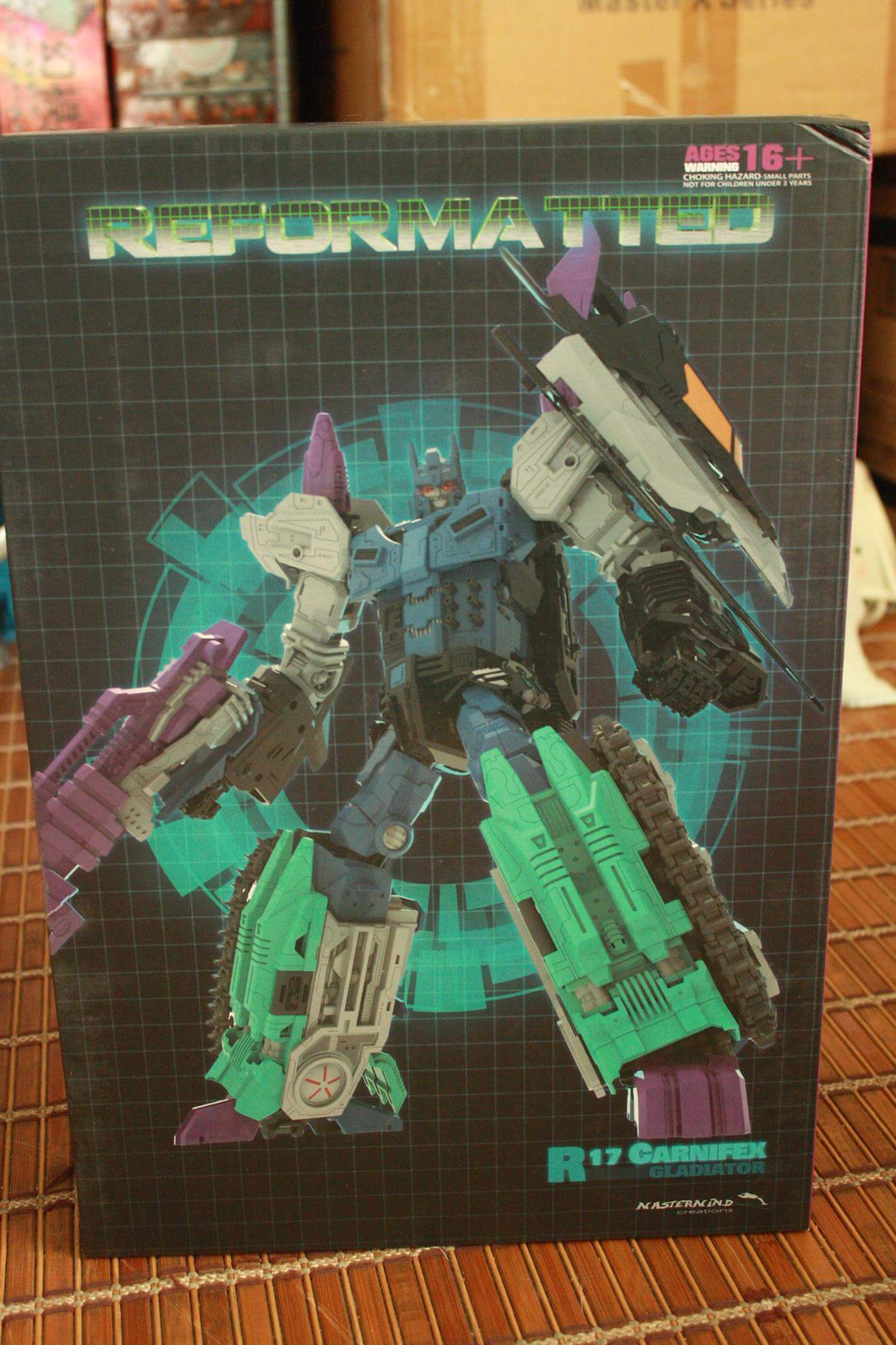 [Mastermind Creations] Produit Tiers - R-17 Carnifex - aka Overlord (TF Masterforce) - Page 3 9emvBot1