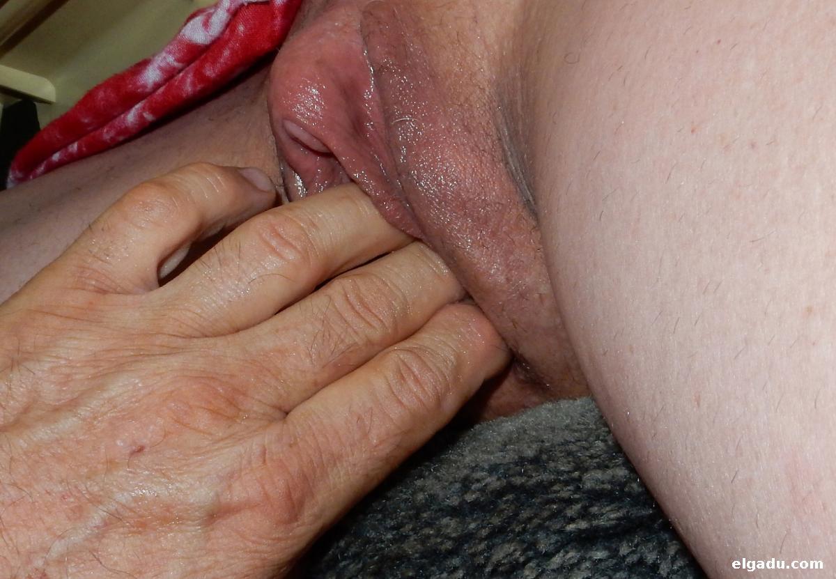 Amigo masajeando culo de mi mujer - 3 part 4