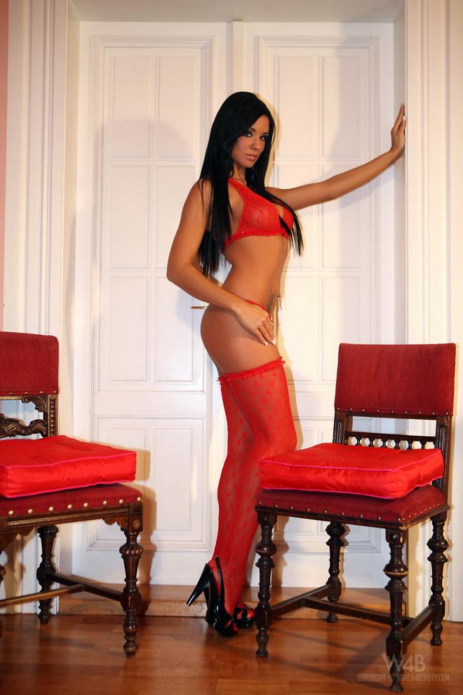 Jessie en lenceria roja