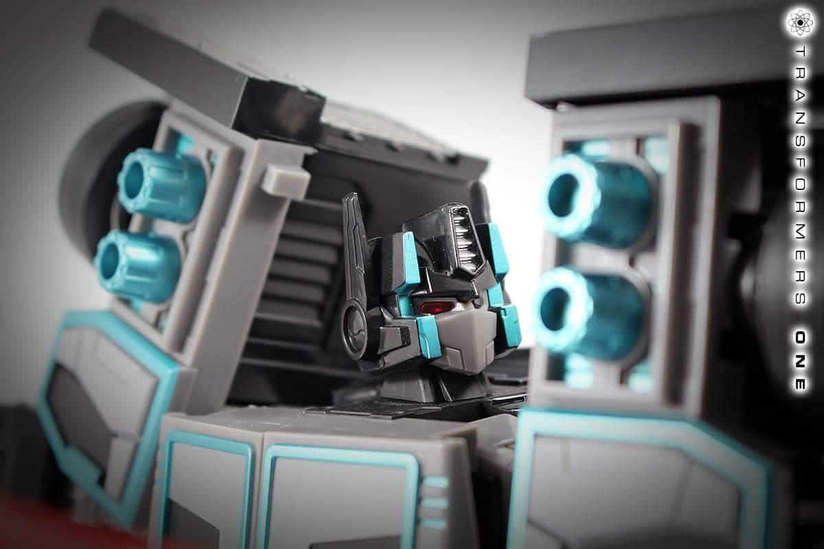 [FansHobby] Produit Tiers - Master Builder MB-01 Archenemy (aka Scourge RID 2000),  MB-04 Gunfighter II (aka Laser Optimus G2) et MB-09 Trailer (remorque) RBszoirn