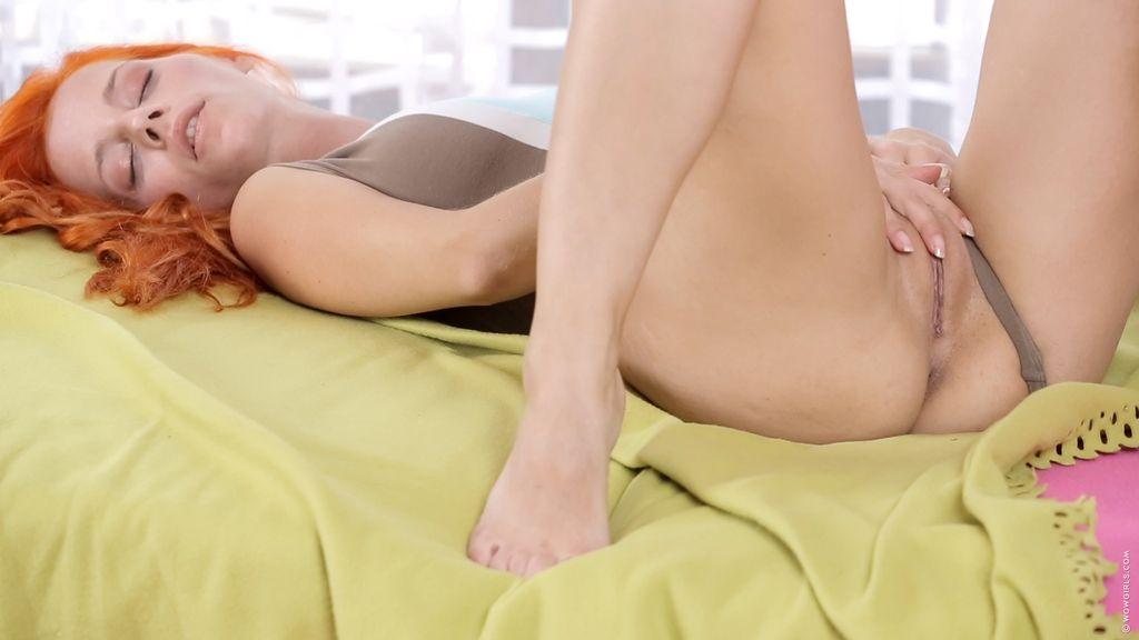 фото мастурбация рыжей бестии