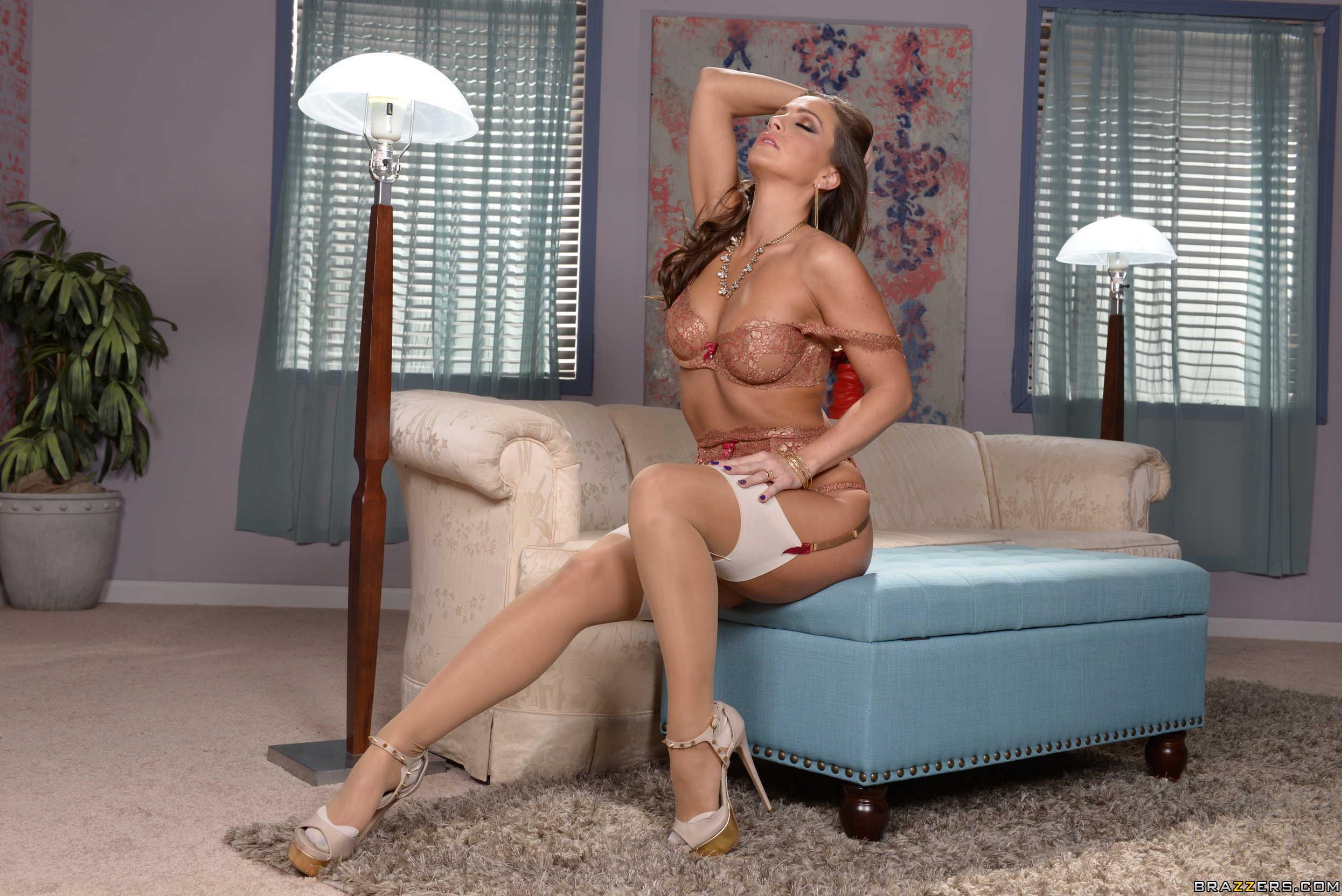Abigail Mac muestra su rica conchita