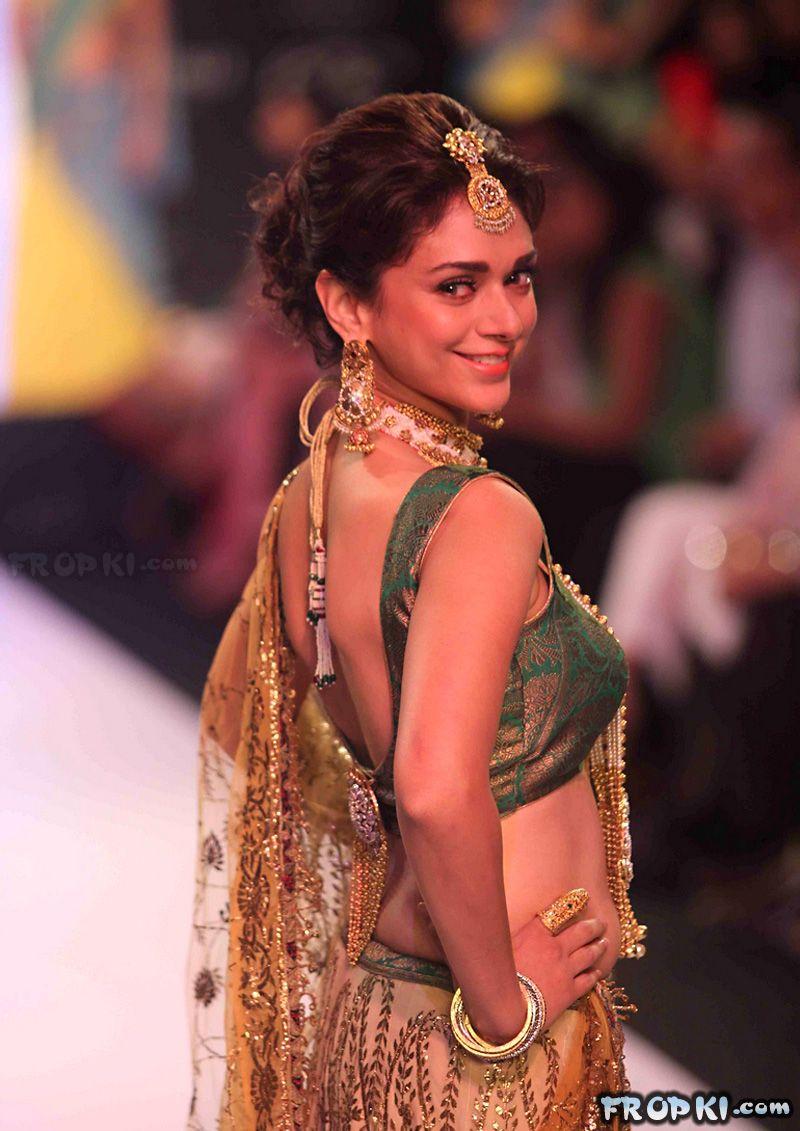 Sexy Aditi Rao Talks About Jewelry in IIJW 2013 AdnVXQmy
