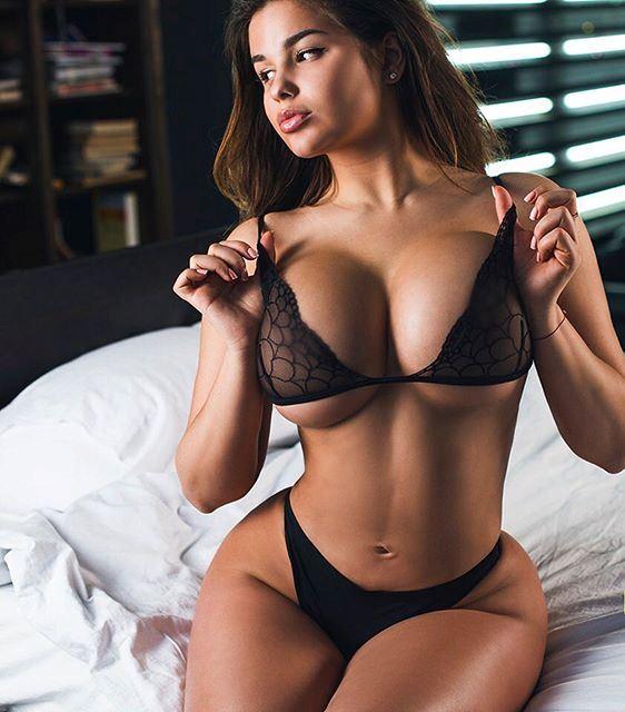 Colombiana se masturba en frente de mi 7