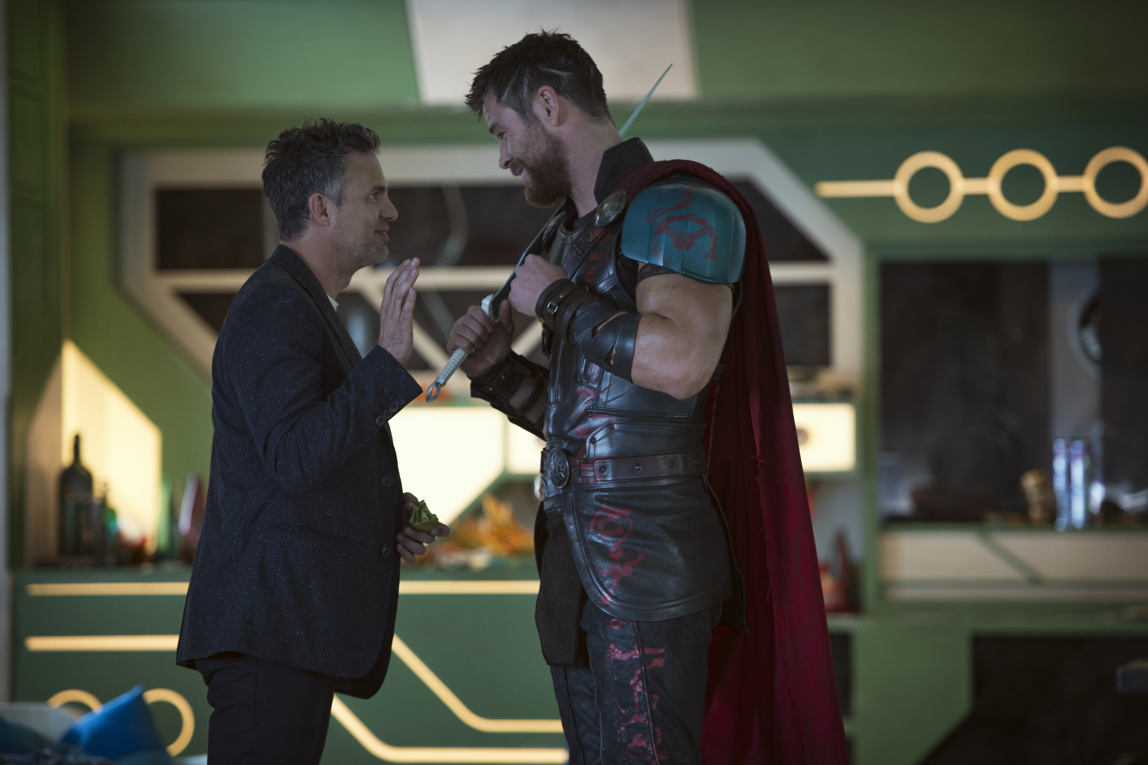New Thor Ragnarok Photos Offer A Behind The Scenes Look