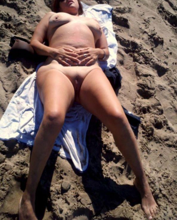 Julia tomando sol al natural